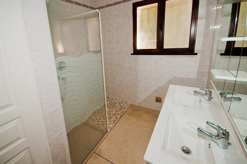 Vacation rental house / villa Les issambres 1485€ - Picture 9