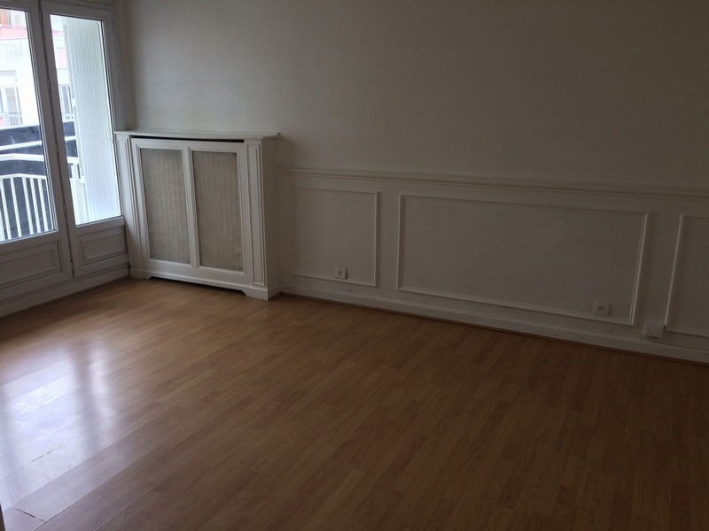 Rental apartment Maurepas 716€ CC - Picture 2