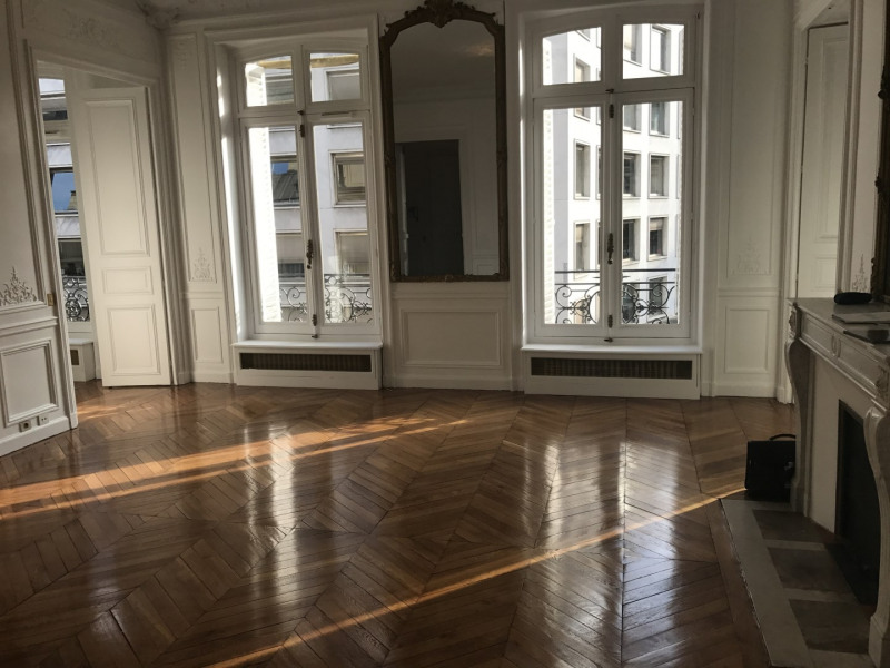 Rental apartment Paris 8ème 4 092€ CC - Picture 1