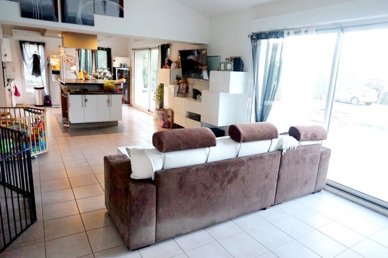 Vente maison / villa Les milles 329000€ - Photo 3