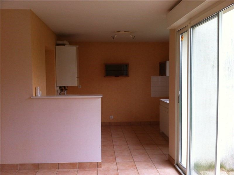 Location maison / villa Crevin 680€ +CH - Photo 3