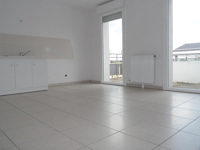 Location appartement Chevigny st sauveur 599€ CC - Photo 3