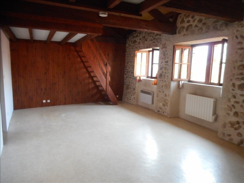 Rental apartment Chirens 428€ CC - Picture 1