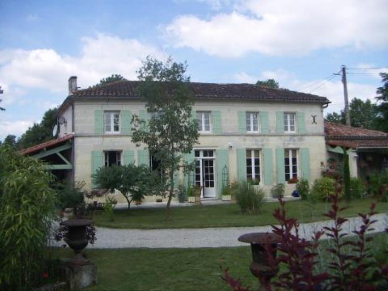 Sale house / villa Matha 470000€ - Picture 1