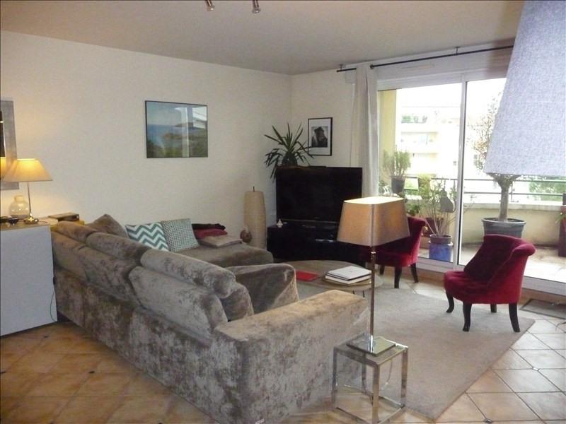 Sale apartment Charbonnieres les bains 445000€ - Picture 2