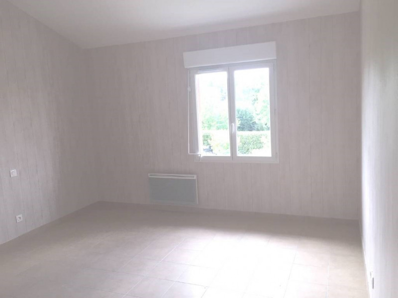 Location maison / villa Saint-loubes 737€ CC - Photo 5