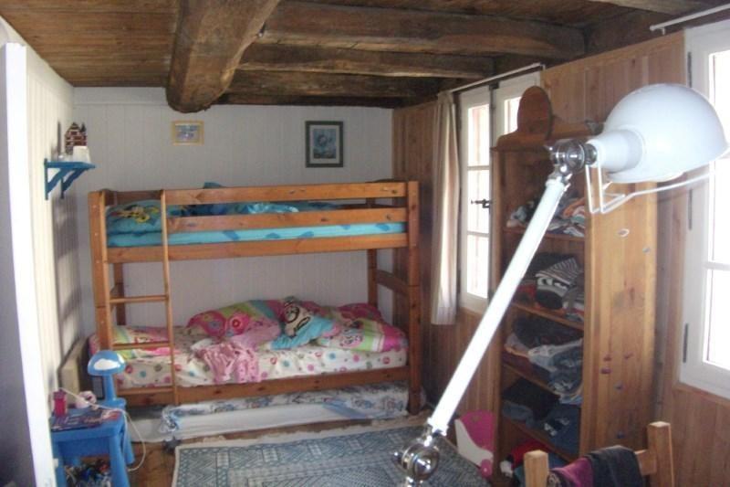 Sale house / villa Pont croix 146440€ - Picture 6