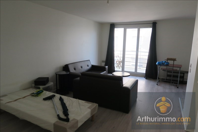 Rental apartment Savigny le temple 570€ CC - Picture 2