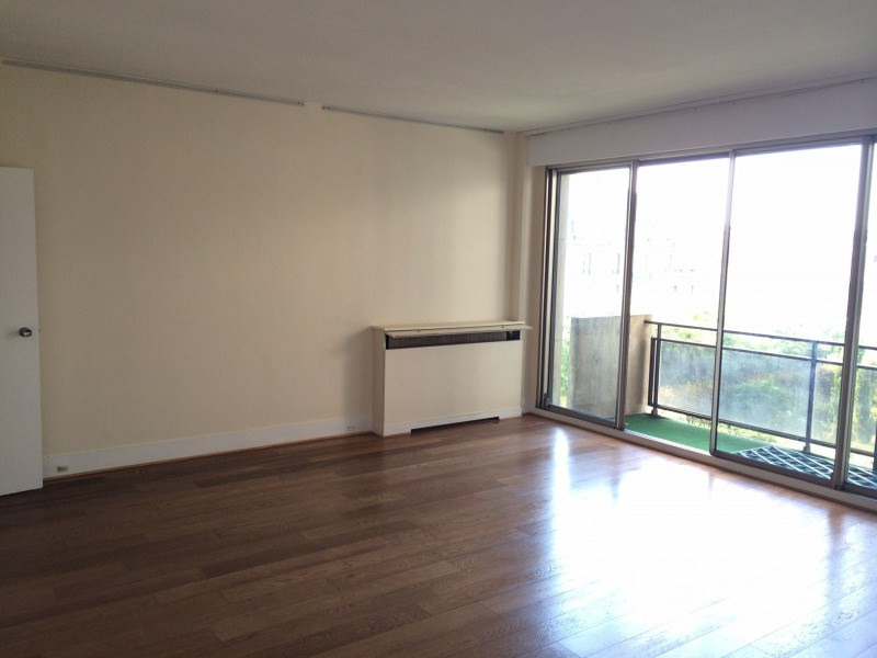 Rental apartment Paris 8ème 1 390€ CC - Picture 2