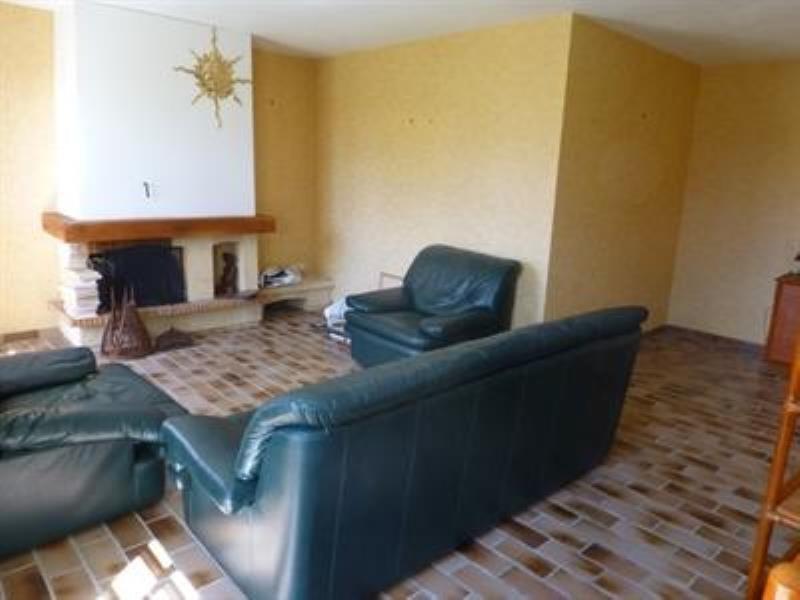 Sale house / villa Saint-jean-d'angely 159750€ - Picture 3