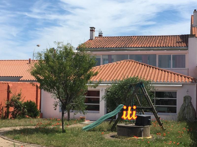 Deluxe sale house / villa Les sables d olonne 574000€ - Picture 1