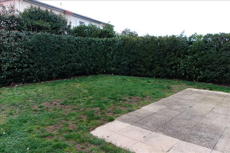 Location maison / villa Riorges 715€ CC - Photo 2