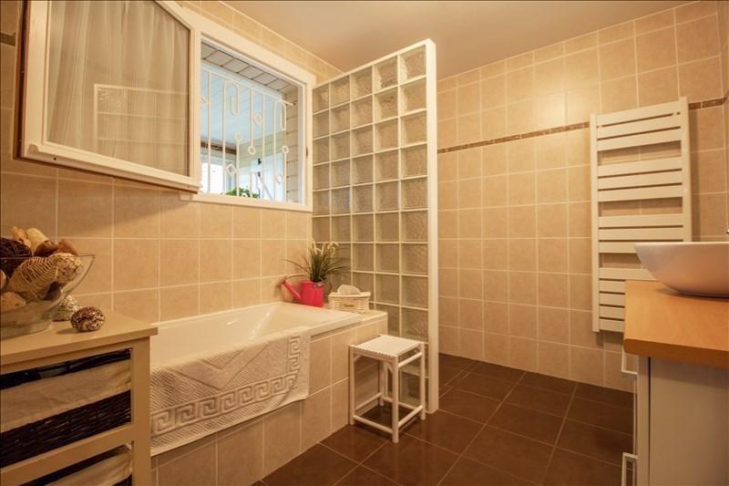 Sale house / villa Lescar 318000€ - Picture 8