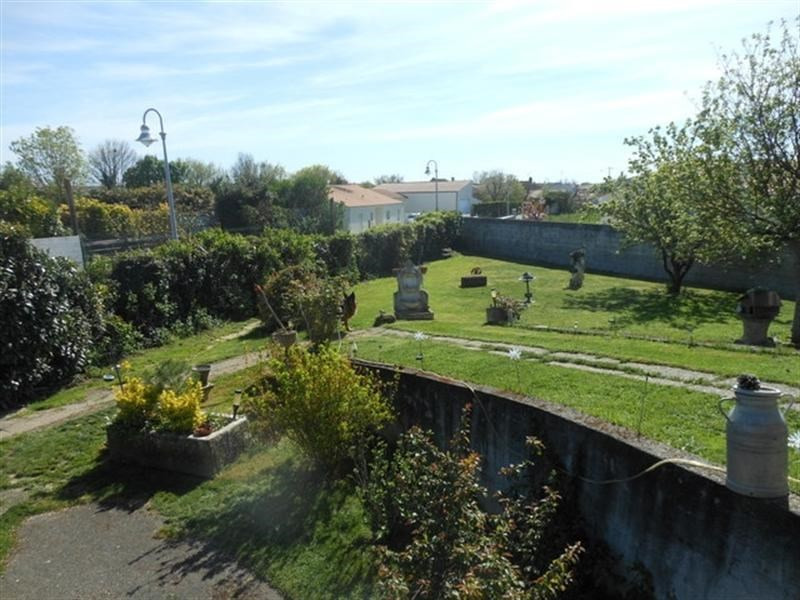 Sale house / villa St jean d angely 183000€ - Picture 6