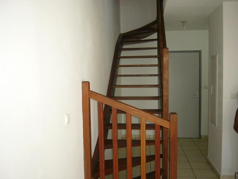 Rental apartment Ste clotilde 602€ CC - Picture 2