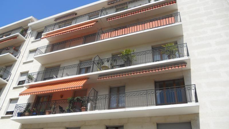 Sale apartment Nimes 222000€ - Picture 1