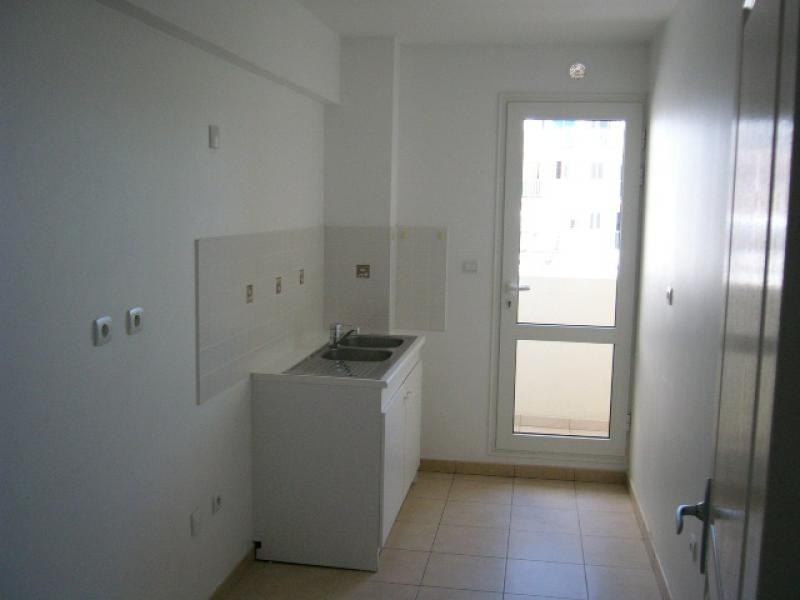 Rental apartment St denis 1 229€ CC - Picture 2