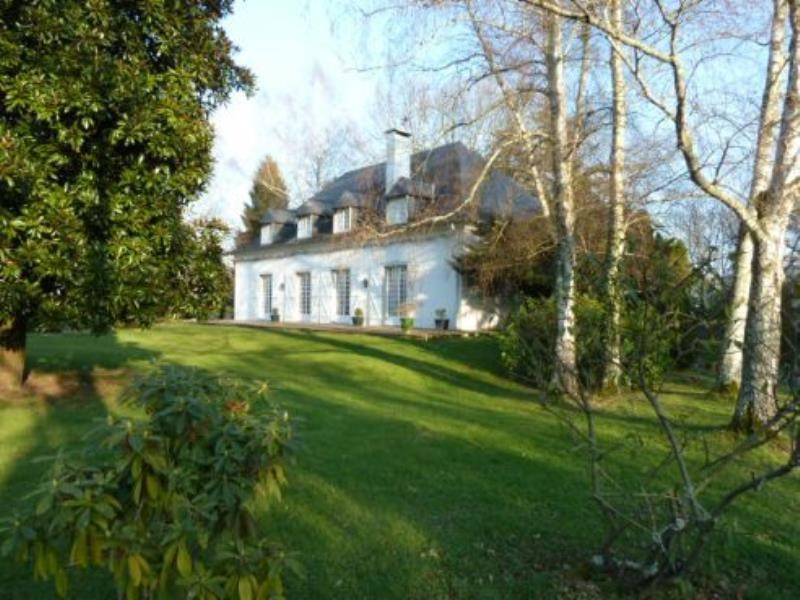 Sale house / villa Nay 474 000€ - Picture 1
