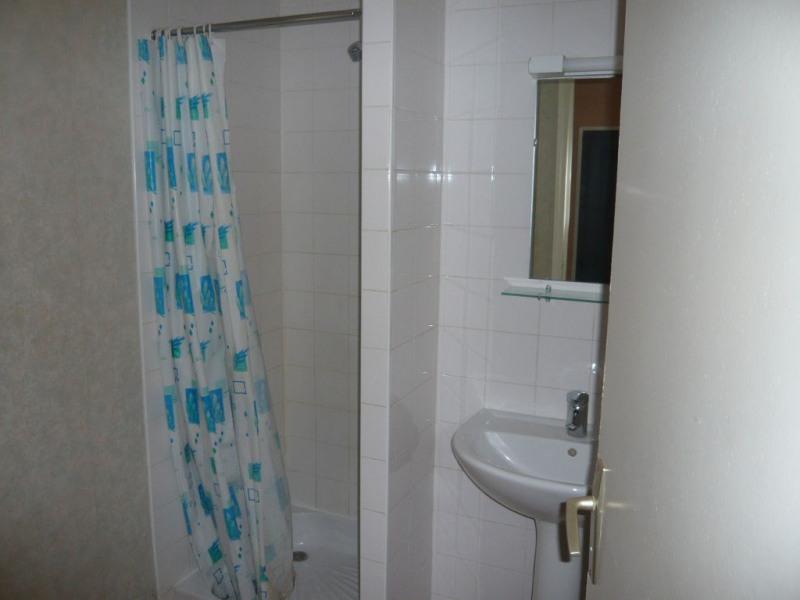 Rental apartment Laval 290€ CC - Picture 3