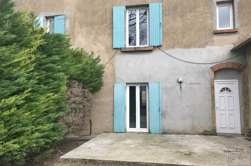 Rental apartment Mionnay 830€ CC - Picture 1