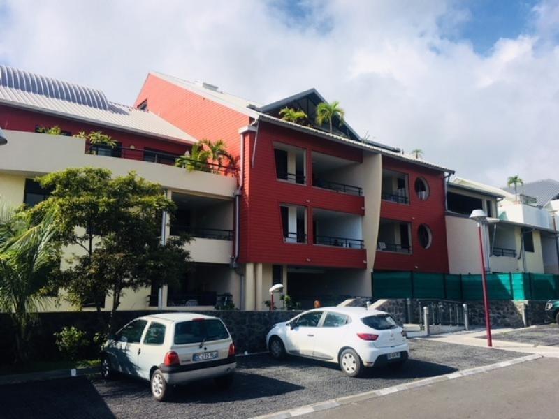 Rental apartment St gilles les bains 1063€ CC - Picture 1