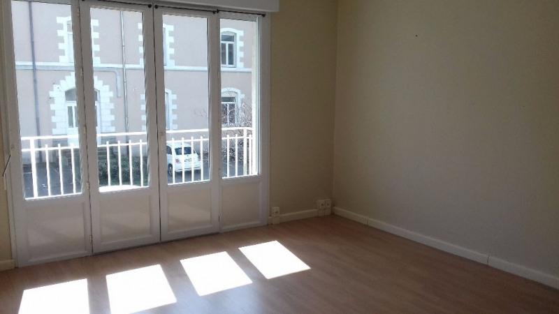 Location appartement Laval 515€ CC - Photo 1