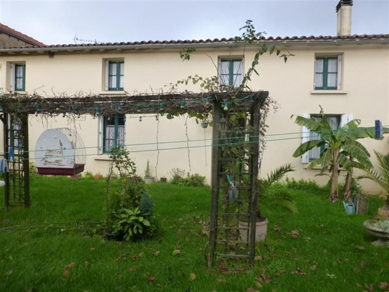 Sale house / villa Saint-jean-d'angély 107 000€ - Picture 2