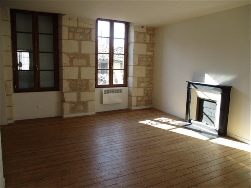 Rental apartment St jean d angely 480€ CC - Picture 1