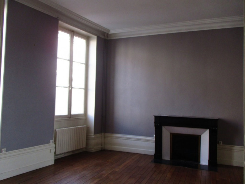 Rental house / villa Angoulême 1 400€ CC - Picture 2