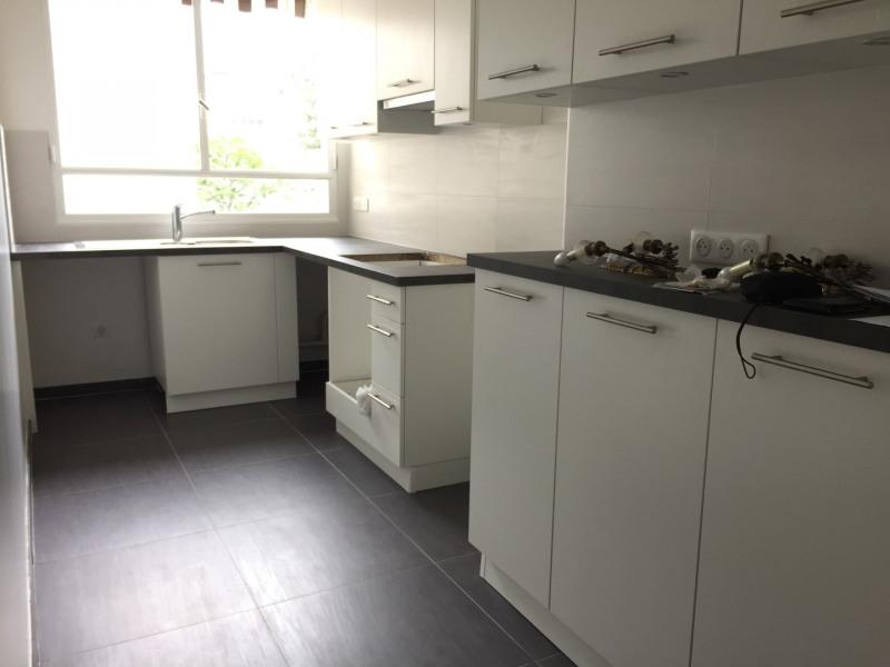 Rental apartment Neuilly-sur-seine 3100€ CC - Picture 2