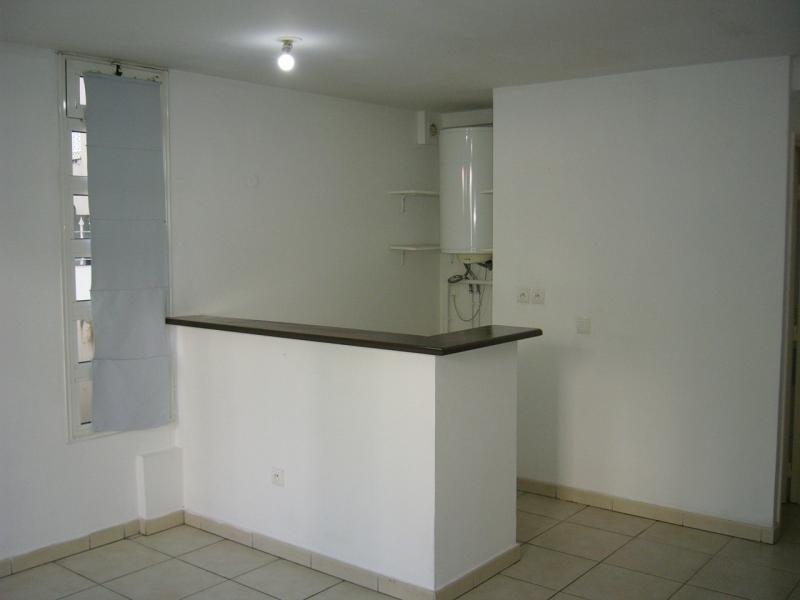 Rental apartment St denis 721€ CC - Picture 3