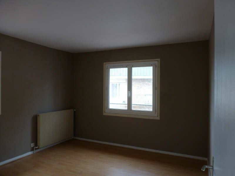 Rental apartment Maurepas 828€ CC - Picture 2