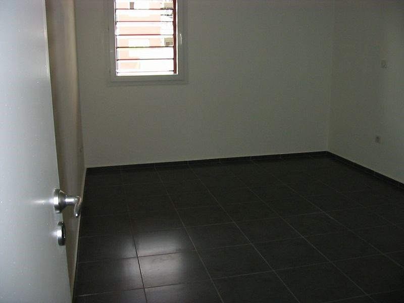 Location appartement Ste clotilde 730€ CC - Photo 5