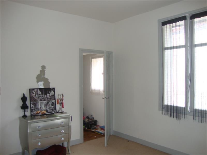 Sale house / villa Saint-jean-d'angély 74900€ - Picture 7