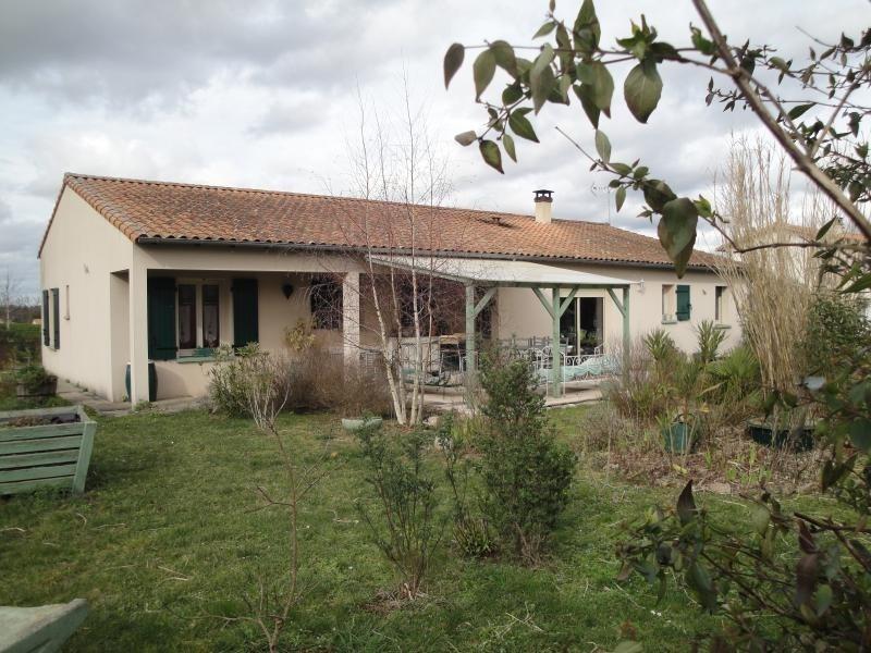 Sale house / villa Vouille 210000€ - Picture 1