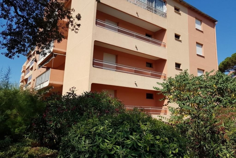 Sale apartment Ste maxime 110 000€ - Picture 1