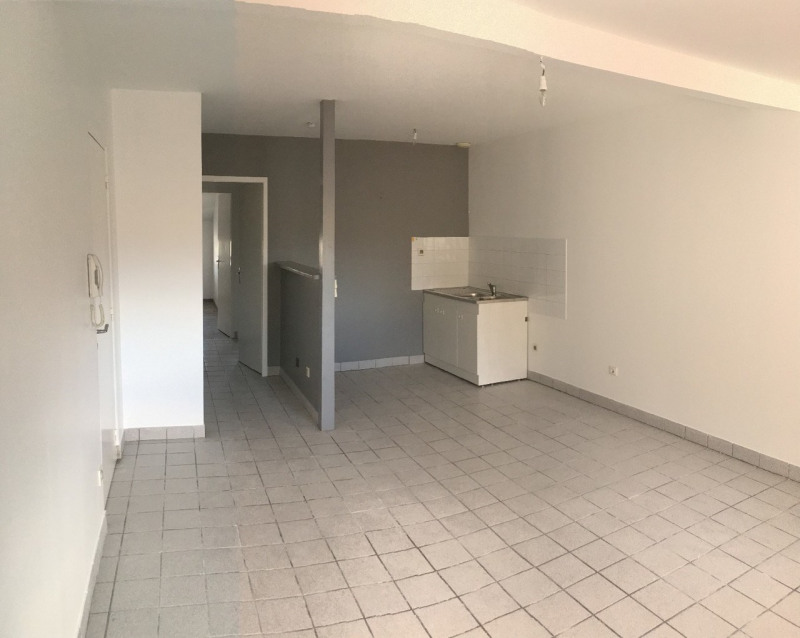 Location appartement Romans-sur-isère 417€ CC - Photo 2