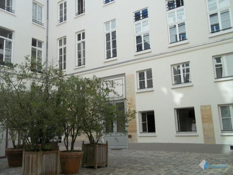 Location appartement Paris 3ème 1782€ CC - Photo 1
