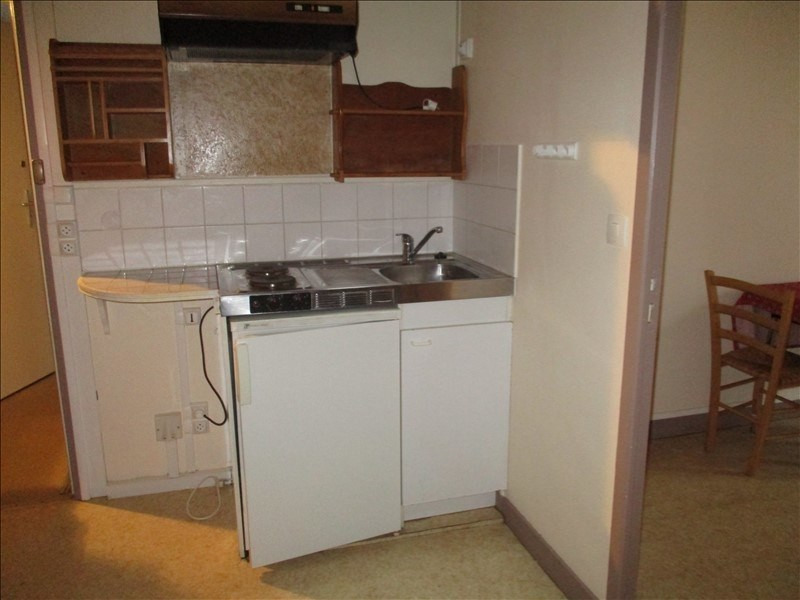 Rental apartment St jean d angely 280€ CC - Picture 3