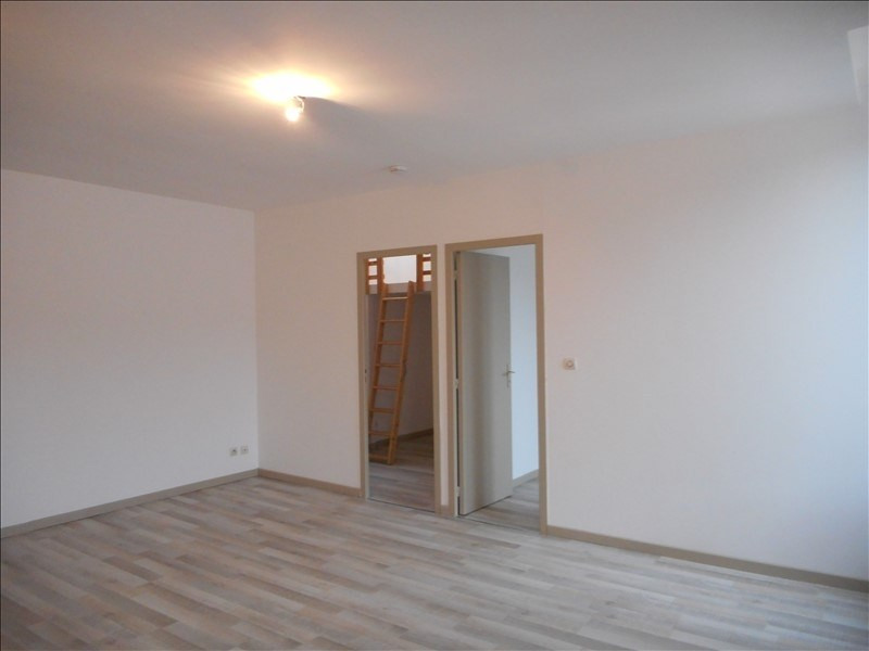 Locação apartamento Voiron 556€ CC - Fotografia 2