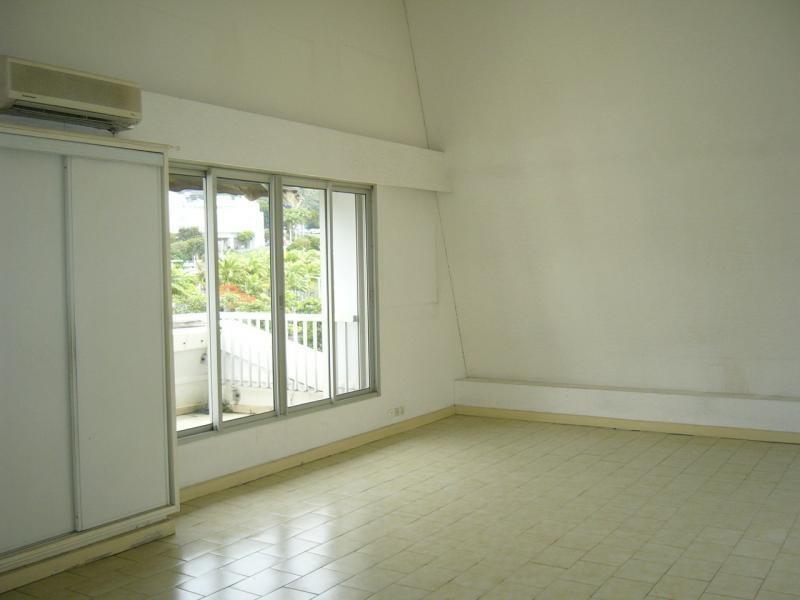Rental apartment St denis 858€ CC - Picture 2