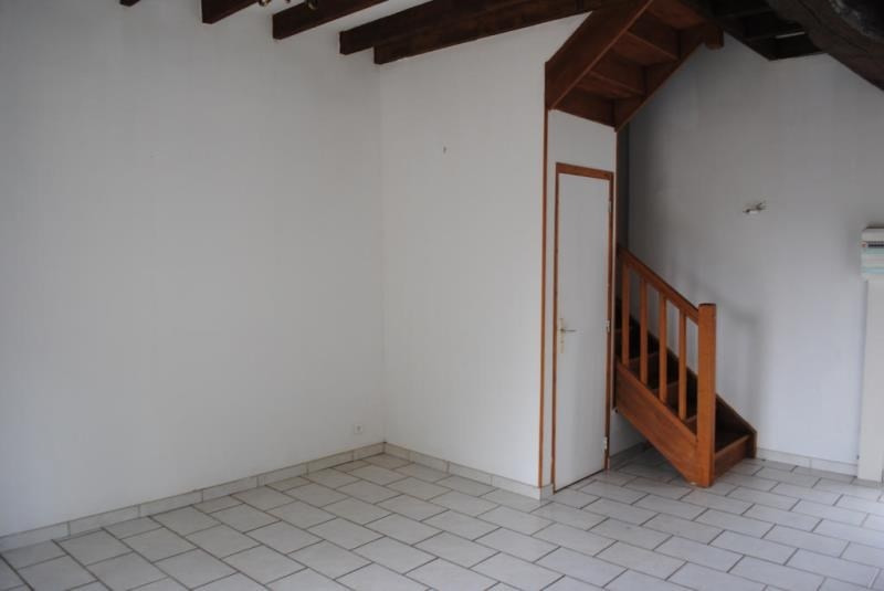 Rental apartment Maligny 430€ CC - Picture 1