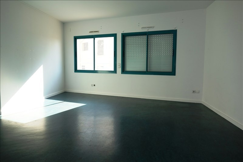 Location local commercial Hyeres 1 100€ +CH/ HT - Photo 1