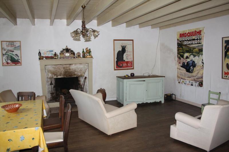 Sale house / villa Chef-boutonne 60500€ - Picture 2