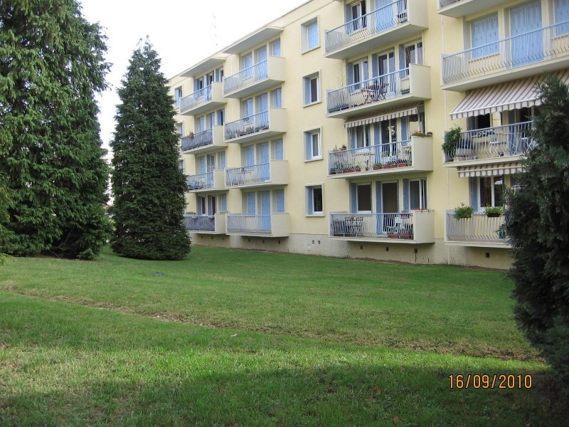 Rental apartment Saint genis laval 675€ CC - Picture 1