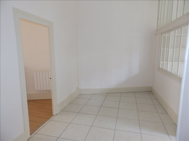 Location appartement Moulins 370€ CC - Photo 3