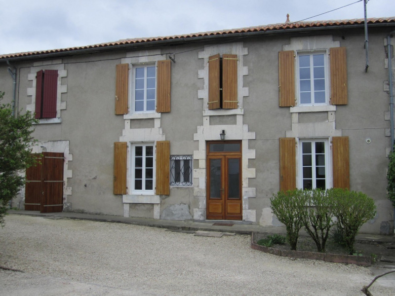 Rental house / villa Barbezieux-saint-hilaire 664€ CC - Picture 1