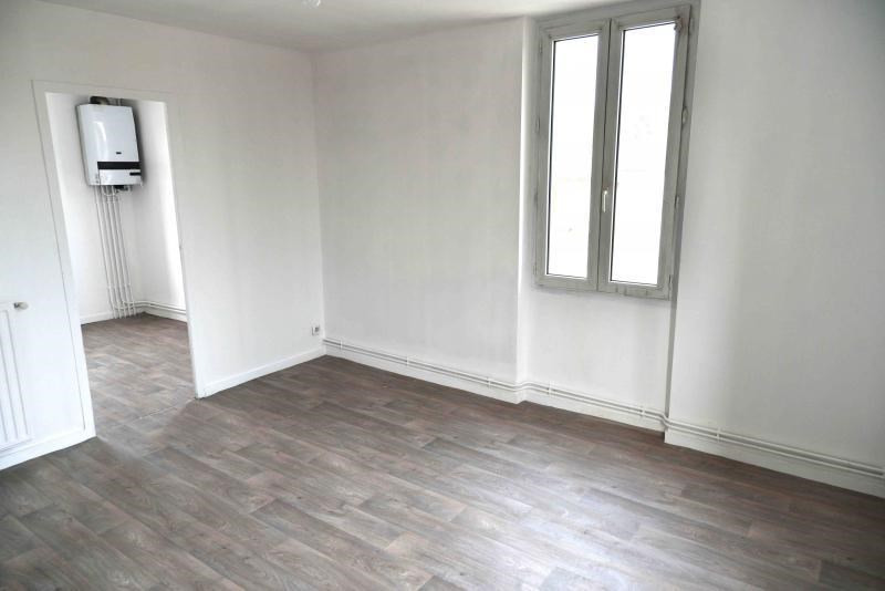 Rental apartment Oyonnax 380€ CC - Picture 2