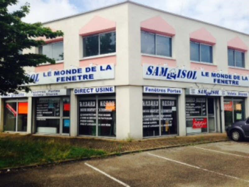 Rental office Coignieres 1680€ CC - Picture 1