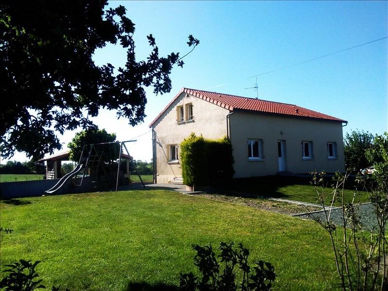 Location maison / villa Roussay 860€ CC - Photo 1